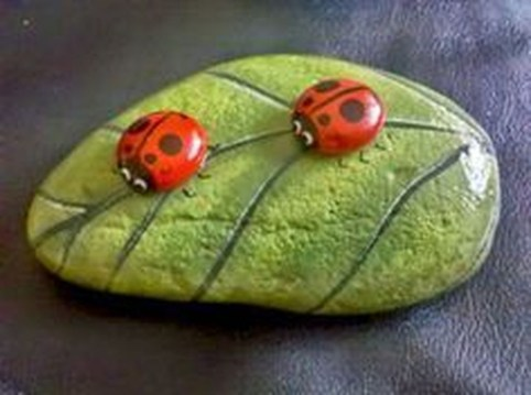 Simple Painted Rock Ideas For Garden14