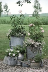 Amazing Ideas For Vintage Garden Decorations For Your Inspiration12
