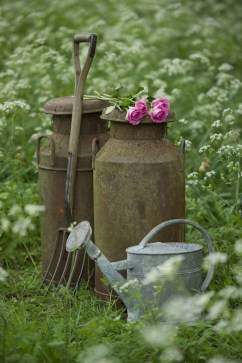 Amazing Ideas For Vintage Garden Decorations For Your Inspiration16