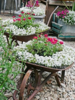 Amazing Ideas For Vintage Garden Decorations For Your Inspiration31