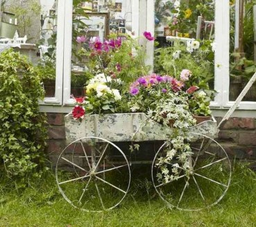 Amazing Ideas For Vintage Garden Decorations For Your Inspiration46