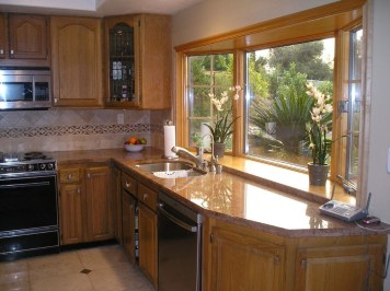 Charming Kitchen Cabinet Decorating Ideas19