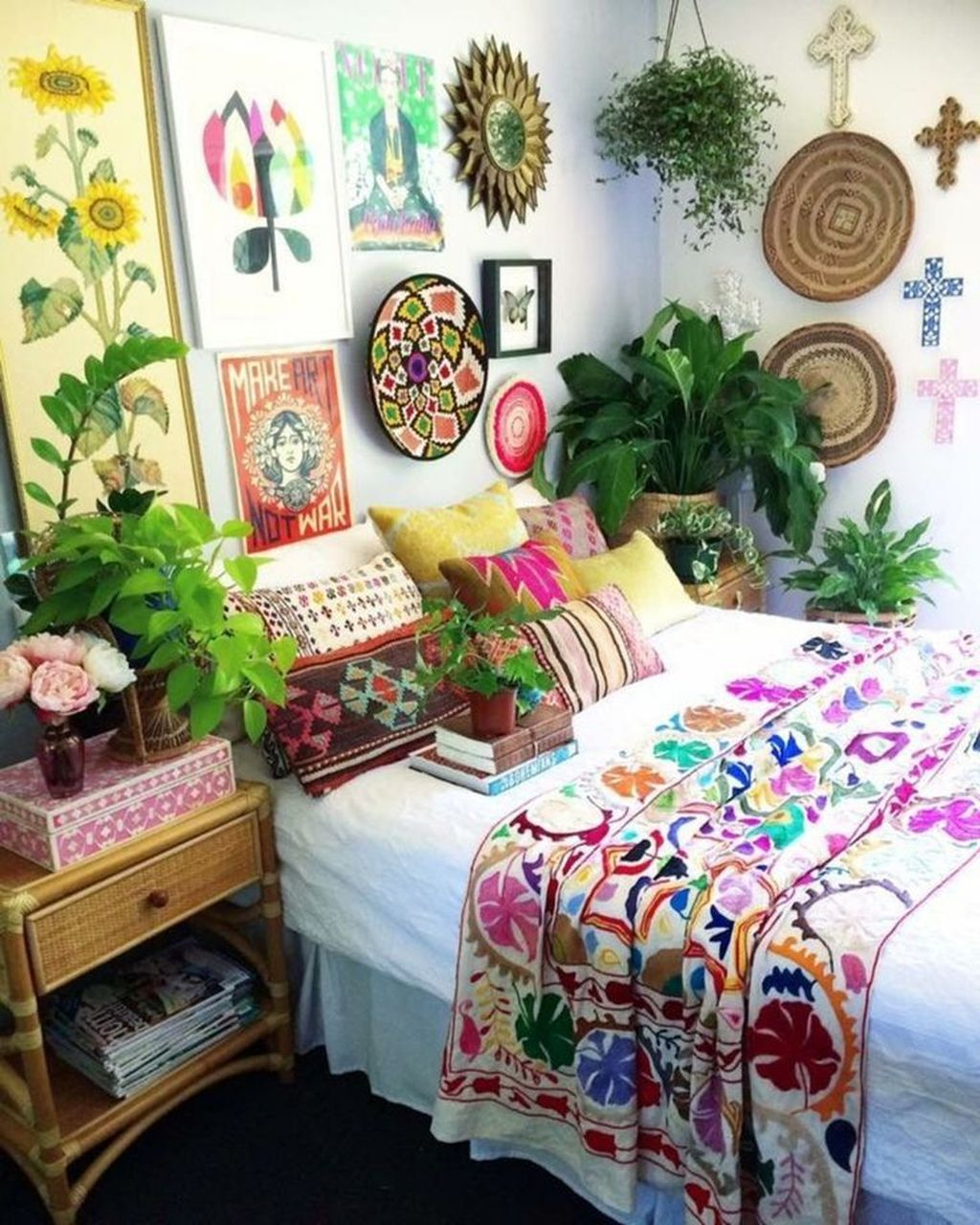 Chic Boho Bedroom Ideas For Comfortable Sleep At Night44