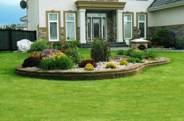 Incredible Flower Bed Design Ideas For Your Small Front Landscaping39