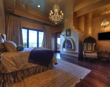 Tuscan Style Bedroom Decorative Ideas That Make Your Sleep Warm25