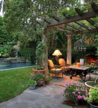 Comfortable Backyard Decoration Ideas For Your Summer15