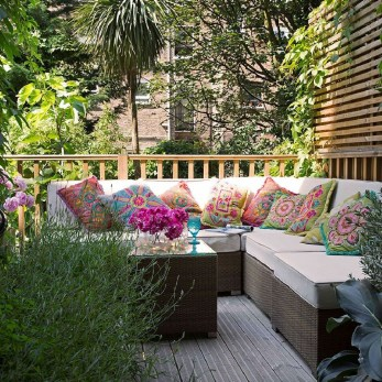 Comfortable Backyard Decoration Ideas For Your Summer26