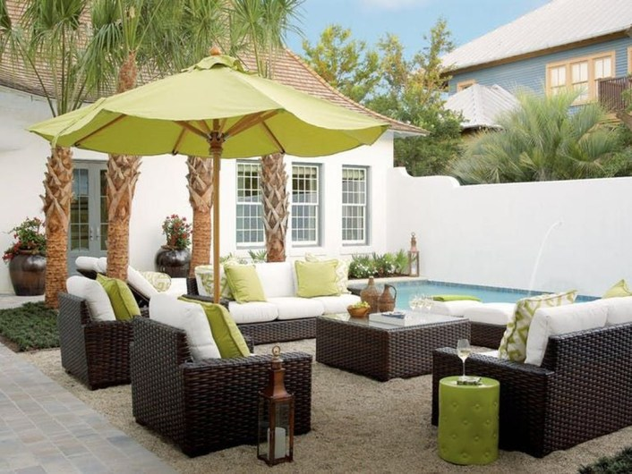 Comfortable Backyard Decoration Ideas For Your Summer38