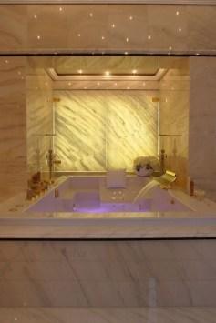Luxury Bathroom Decoration Ideas For Enjoying Your Bath09