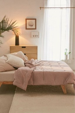 Simple Bedroom Decorating Ideas That Feel Spacious07