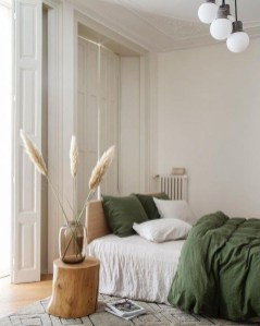 Simple Bedroom Decorating Ideas That Feel Spacious19