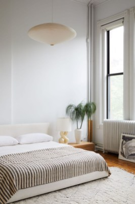Simple Bedroom Decorating Ideas That Feel Spacious27