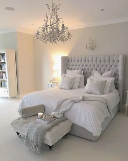 Simple Bedroom Decorating Ideas That Feel Spacious29