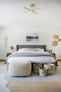 Simple Bedroom Decorating Ideas That Feel Spacious30