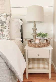 Simple Bedroom Decorating Ideas That Feel Spacious31