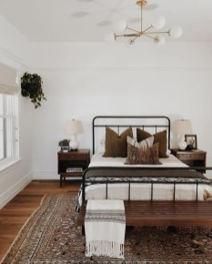 Simple Bedroom Decorating Ideas That Feel Spacious37