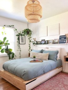 Simple Bedroom Decorating Ideas That Feel Spacious39