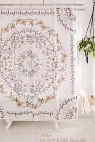 Fabulous Bathroom Design Ideas With Boho Curtains05