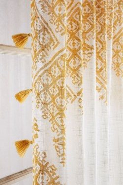 Fabulous Bathroom Design Ideas With Boho Curtains21