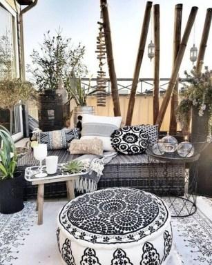 Inspiring Boho Outdoor Decorating Ideas For Backyard44
