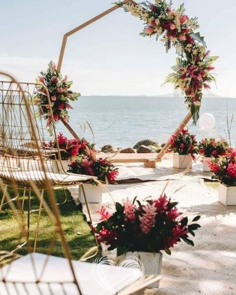 Unordinary Wedding Backdrop Decoration Ideas34