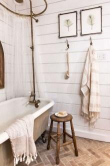 Vintage Farmhouse Bathroom Decor Design Ideas12