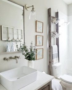 Vintage Farmhouse Bathroom Decor Design Ideas19
