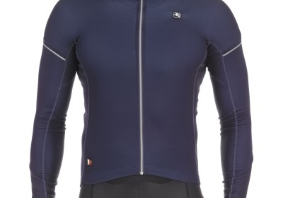 The men's FR-C Pro thermal long sleeve jersey comfortably conforms to the rider's body and is ideally suited for the rider that cycles through the winter months.  It provides exceptional warmth and ventilation, despite offering a low profile aerodynamic fit