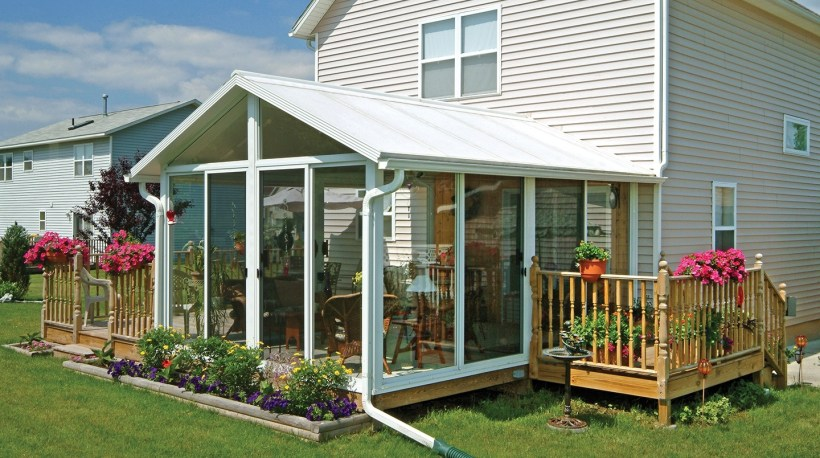 Lovely Sunroom with Attached Flower Garden