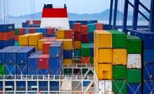 A bord du Marco Polo, plus gros porte-container du monde, qui en transporte 16 000 entre Chine et Europe
