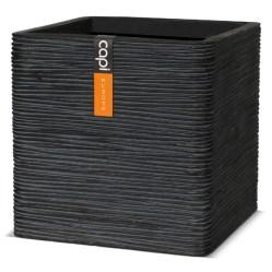 4. Pot carré strié.