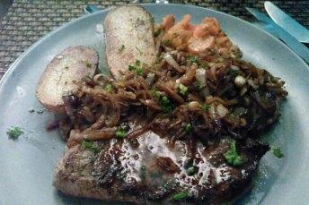 Pièce de bœuf Ardennaise sauce poivre ou échalote.