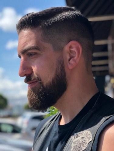 Coupe militaire avec barbe