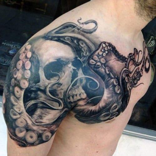 tatouage poitrine