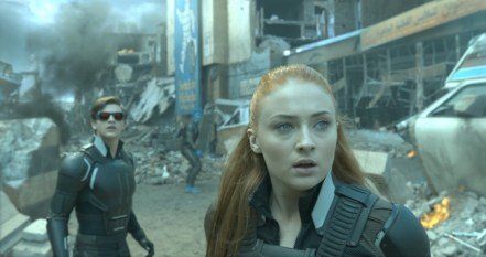 Cyclops (Tye Sheridan) and Jean (Sophie Turner)