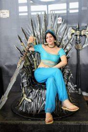 Prinzessin Jasmin auf dem Eisernen Thron