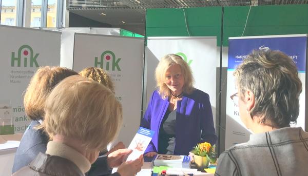 Arztverband DZVHAE will Vorstand um zusätzlichen PR-Vorstand erweitern: Interview mit Ulrike Fröhlich von der Hahnemann-Gesellschaft