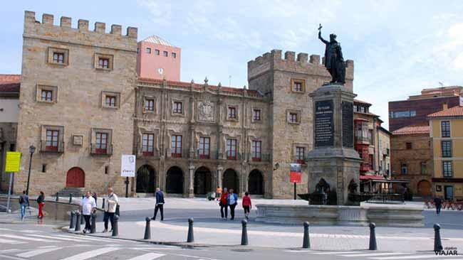 Monumento a Pelayo Plaza del Marqués, en Gijón