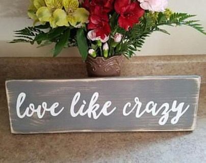 Beautiful Valentine Wall Decor And Color Ideas 12