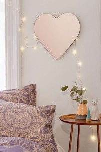 Beautiful Valentine Wall Decor And Color Ideas 23