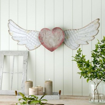 Beautiful Valentine Wall Decor And Color Ideas 38