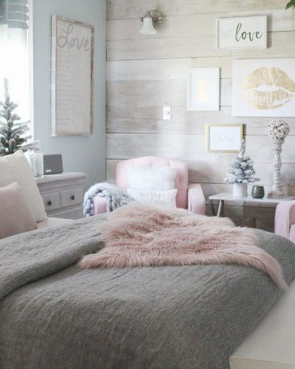 Lovely Winter Master Bedroom Decorations 01