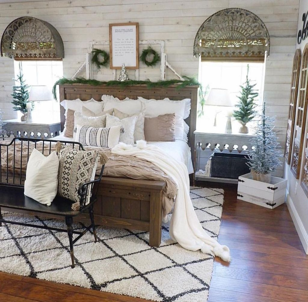 Lovely Winter Master Bedroom Decorations 03