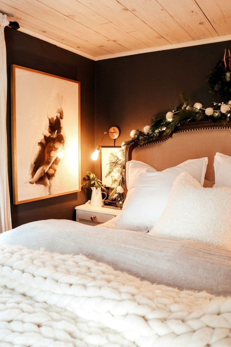 Lovely Winter Master Bedroom Decorations 18