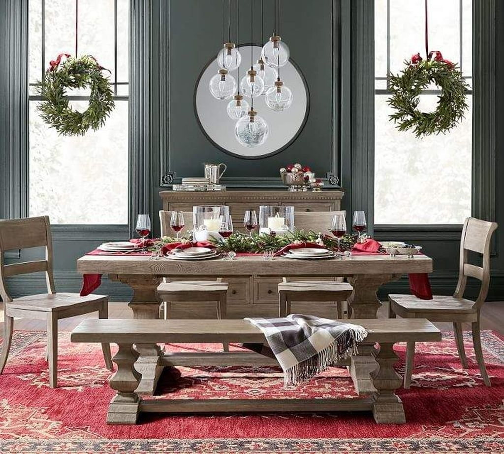 Winter Dining Room Decoration Ideas On Your Table 24