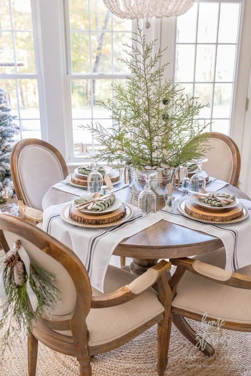 Winter Dining Room Decoration Ideas On Your Table 30
