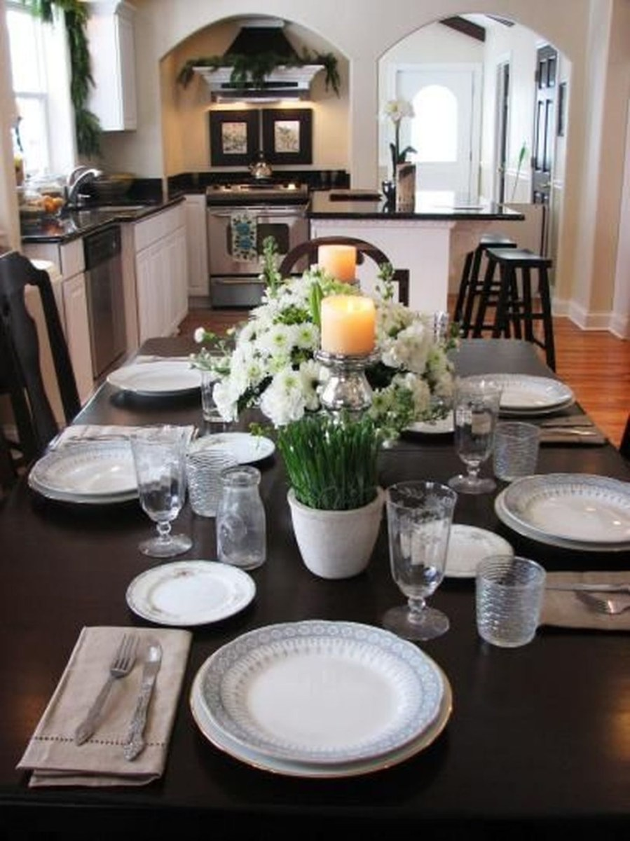 Winter Dining Room Decoration Ideas On Your Table 37