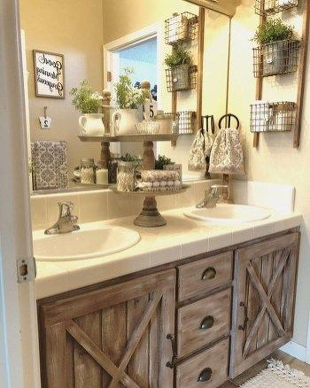 44 Affordable Farmhouse Bathroom Design Ideas - HOMYHOMEE