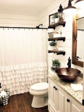 Affordable Farmhouse Bathroom Design Ideas 21