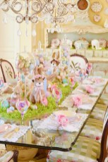 Amazing Bright And Colorful Easter Table Decoration Ideas 08